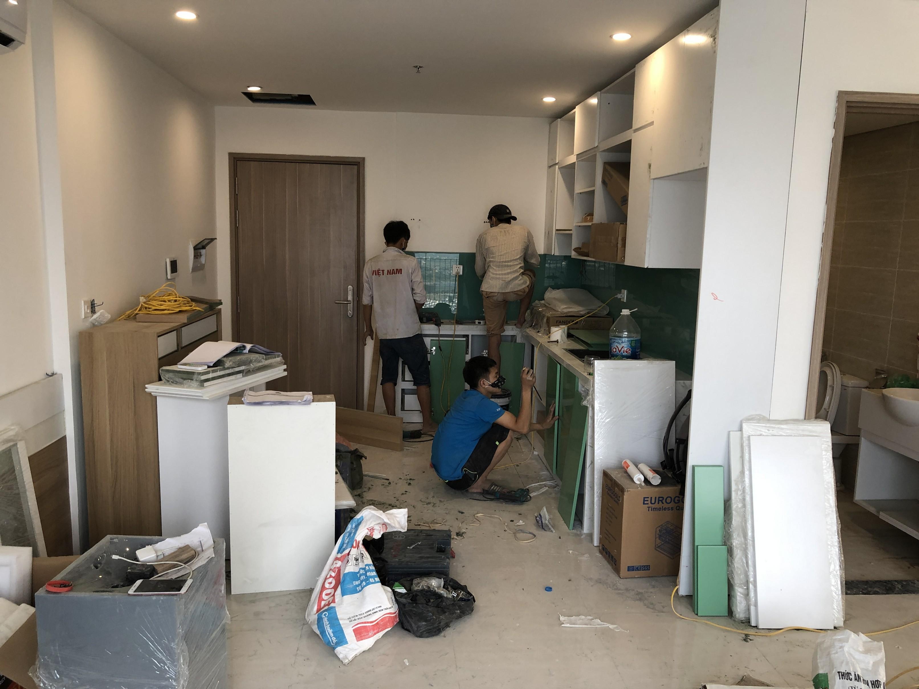 Lắp đặt tủ bếp, vách kính